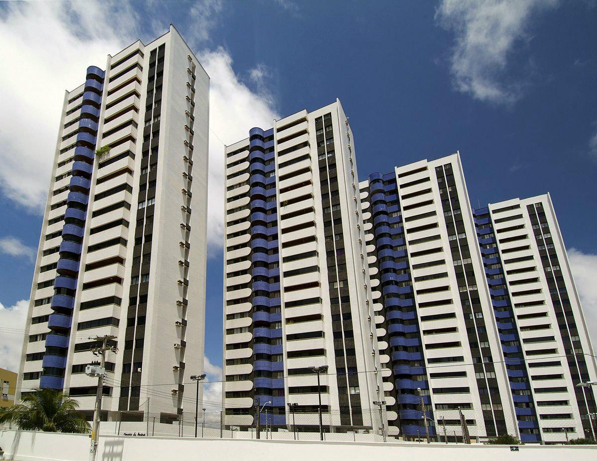 Edifícios e condomínios em Ponta Negra em Natal, RN| 123i